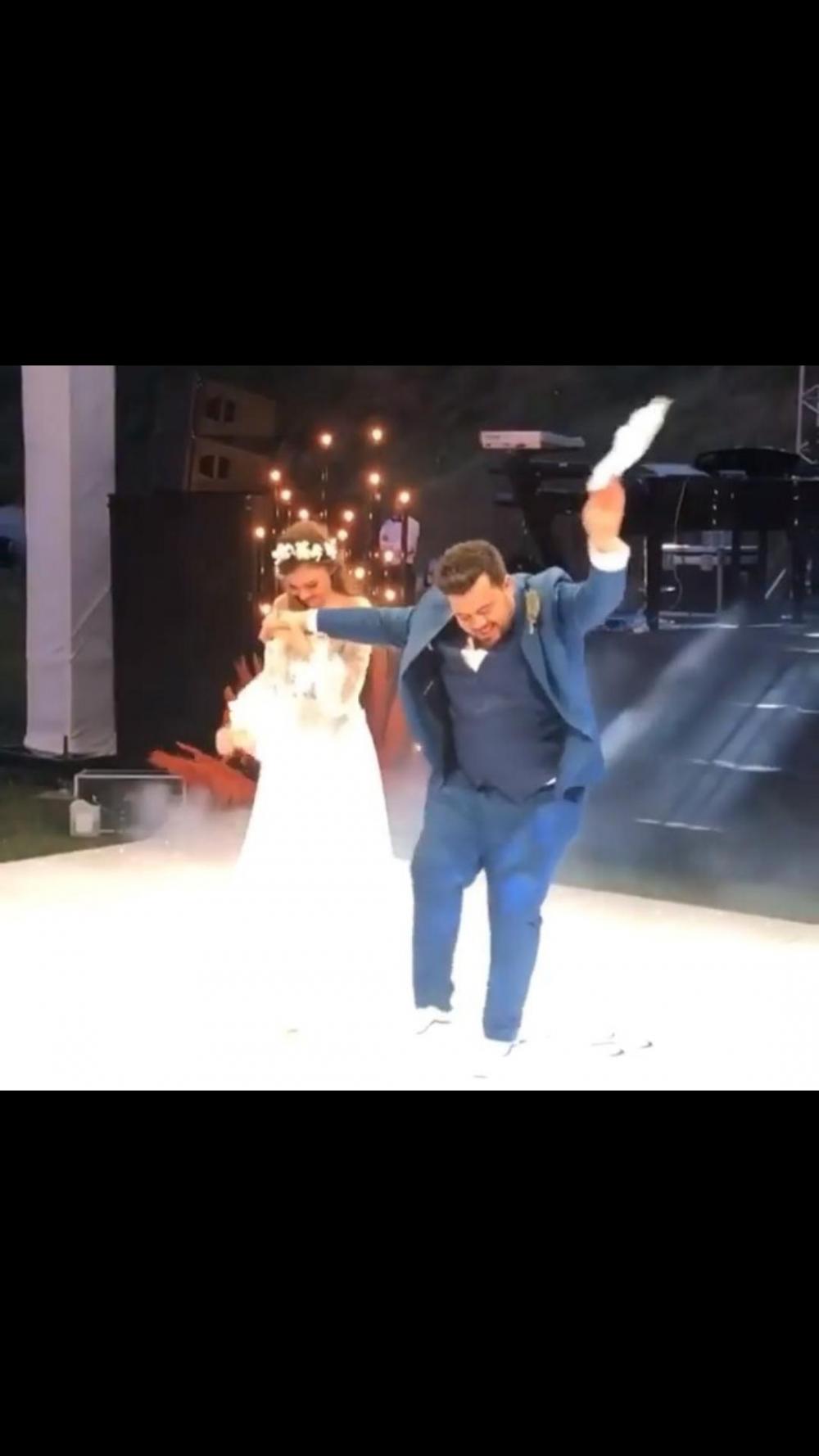Eser Yenenler'in düğün dansı hakkında ne düşünüyorsunuz?