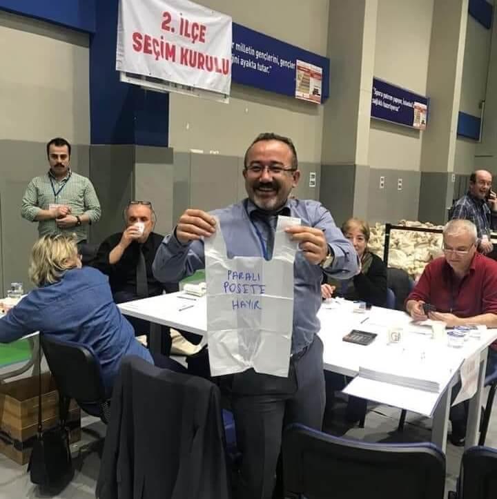 Oy zarfından paralı poşete hayır protestosu çıktı :)